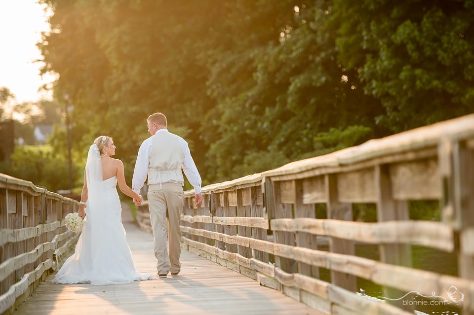 delaware wedding photographer blonnie serves